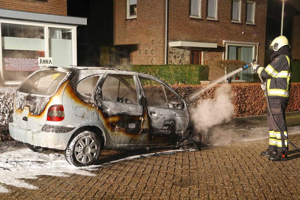 Autobrand in Ravenstein. (Foto: Gabor Heeres / Foto Mallo) Foto: Gabor Heeres © 112 Brabantnieuws