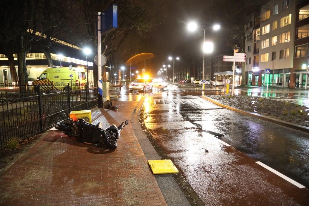 Ongeval op de Raadhuislaan. (Foto: Gabor Heeres / Foto Mallo)