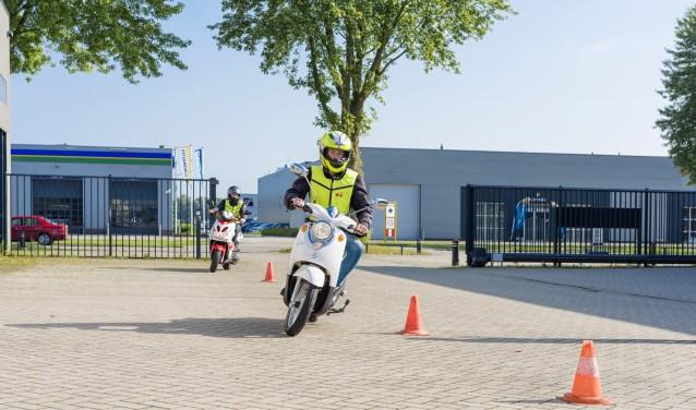 Je kunt bij Smits Opleidingen een scooteropleiding volgen.