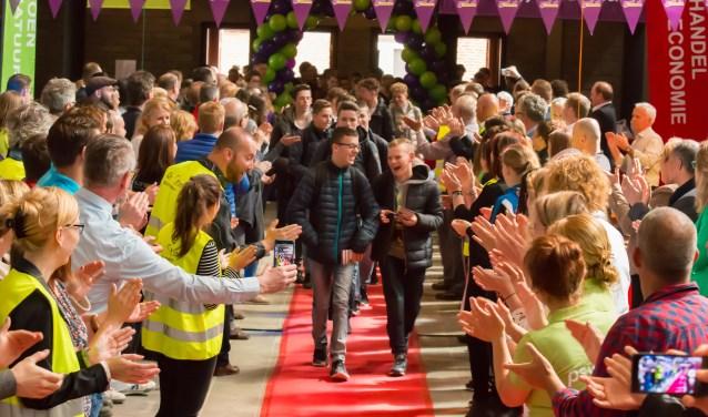 De jongeren worden groots onthaald tijdens het Beroepenfeest. (foto: On Stage)