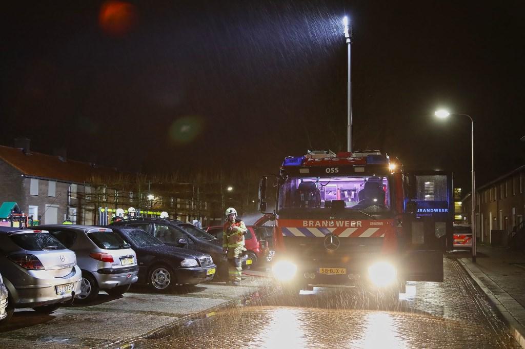 Autobrand in Roodborststraat. (Foto: Gabor Heeres / Foto Mallo)  © 112 Brabantnieuws