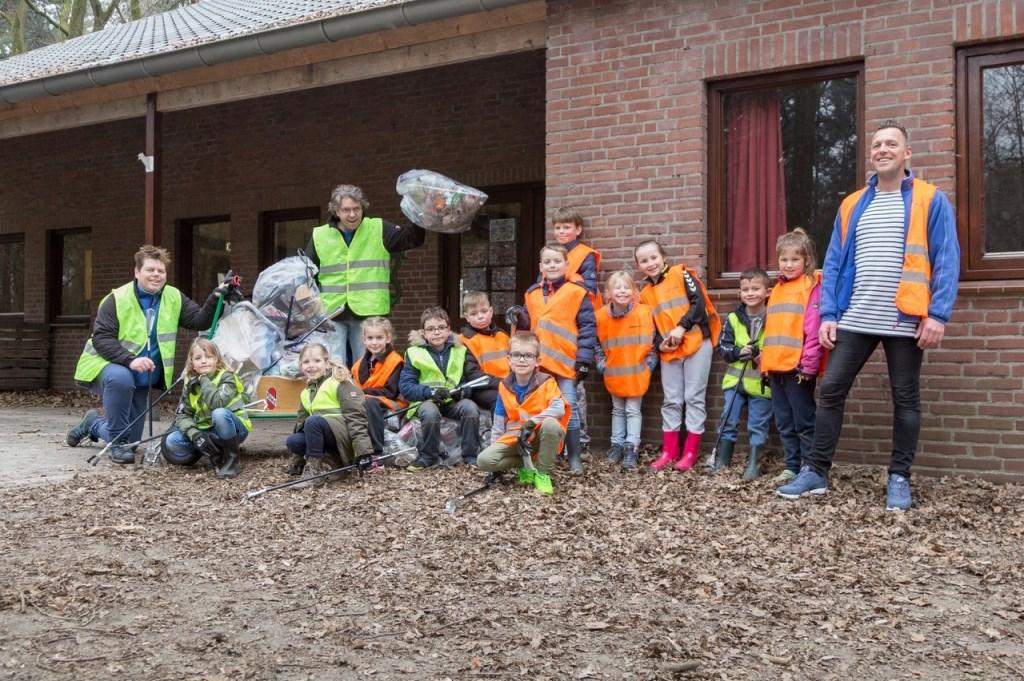 Kinderen in Overloon aan de slag. (foto: Albert Hendriks)  © Kliknieuws De Maas Driehoek