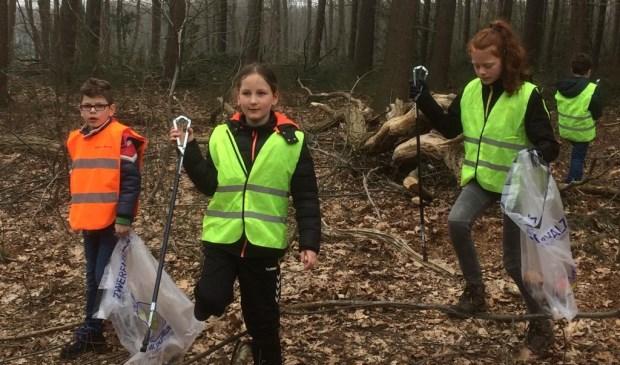 Scouting Langenboom aan het werk.   © Kliknieuws De Maas Driehoek
