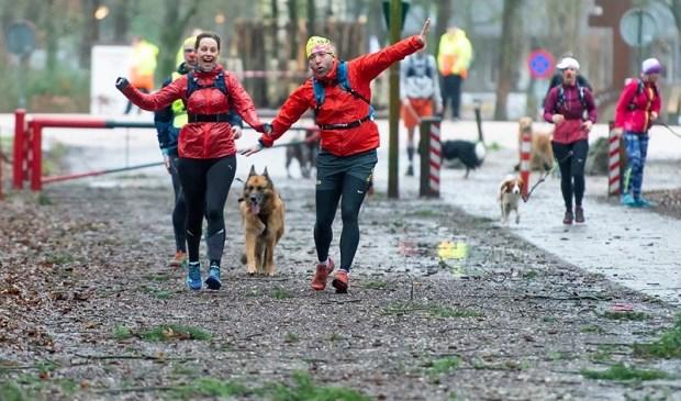 Deelnemers aan de Herperduin Trail Run.  © Kliknieuws Oss