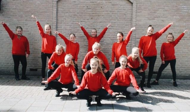 De dansgroep van Esmee is er klaar voor.