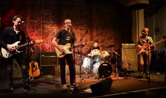 De band Stolen Moments steelt de show op zondag 24 maart in De Afzakkerij.