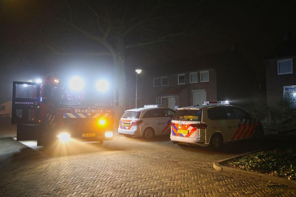 De brandweer in de Zwaluwstraat. (Foto: Gabor Heeres / Foto Mallo)  © Kliknieuws Oss