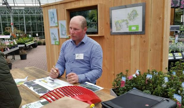 Hovenier Eric Van der Loo geeft gratis tuin- en schetsadvies.