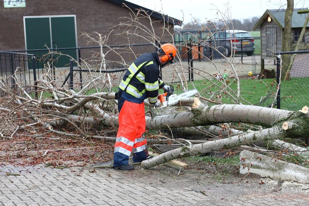 Stormschade in Geffen. (Foto: Charles Mallo / Foto Mallo)  © Kliknieuws Oss