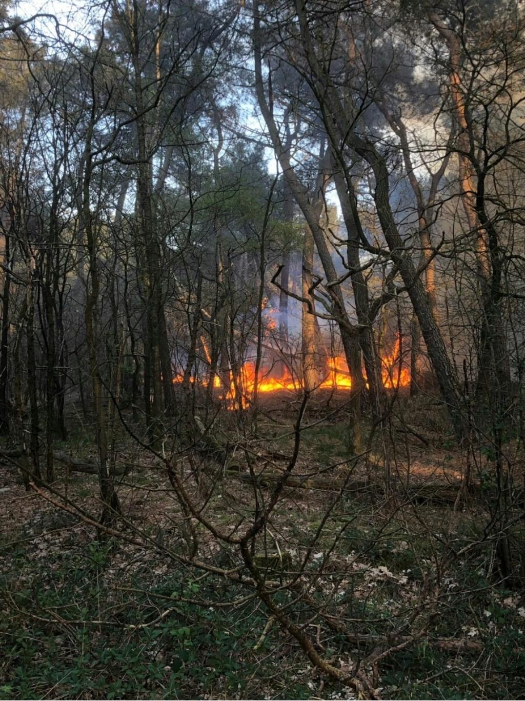 Brand in Geffen. (Foto: Lars Vorstenbosch)  © Kliknieuws Oss