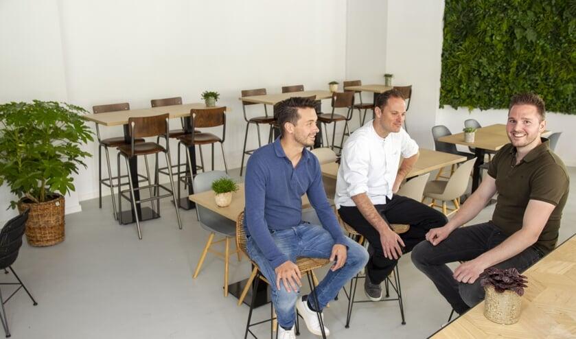 Bram van Grinsven, Werner Croijmans en Thijs Doedee in het nieuwe stadscafé (foto: Ad van de Graaf)