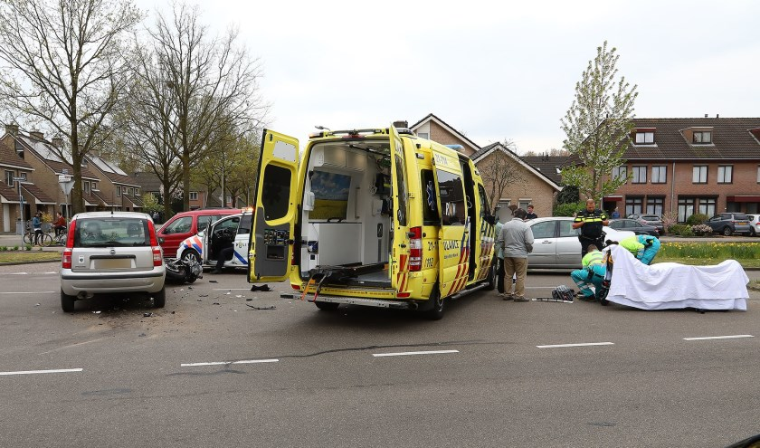 Motorrijder gewond op de Leygraaf. (Foto: Charles Mallo / Foto Mallo)