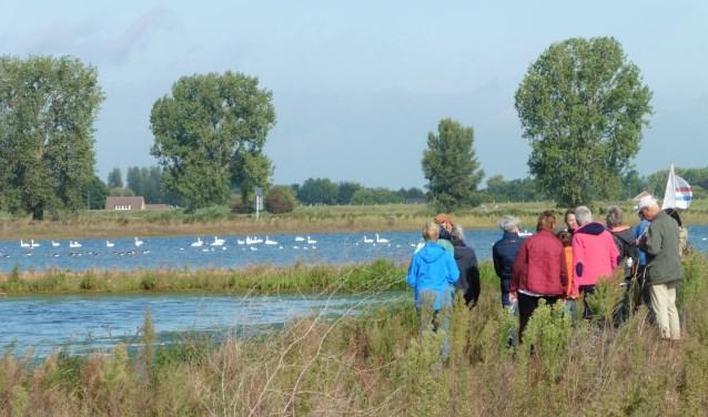 Deelnemers van een vogelwandeling.