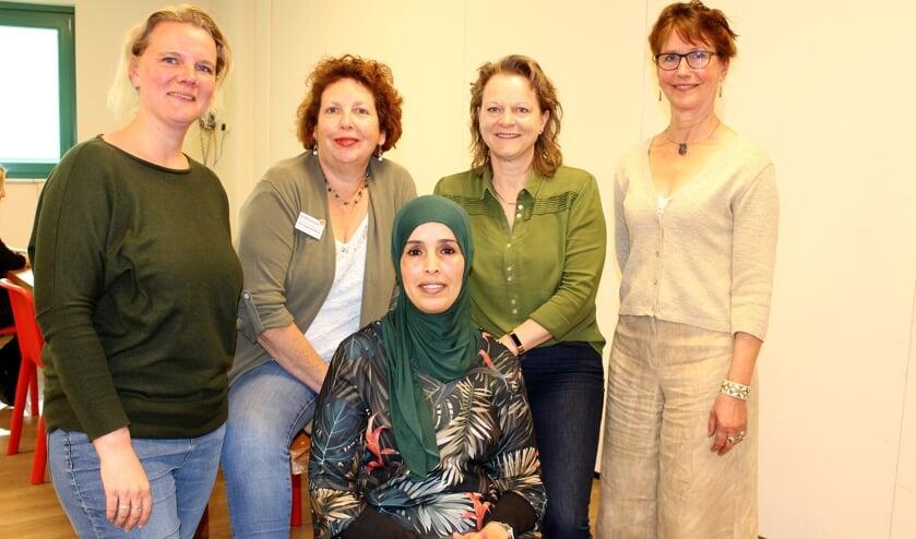 Femmie Koppers, Carin Hoppenbrouwers, Antoinette Bongers, Hermien Esselink en Aicha Zahidi.