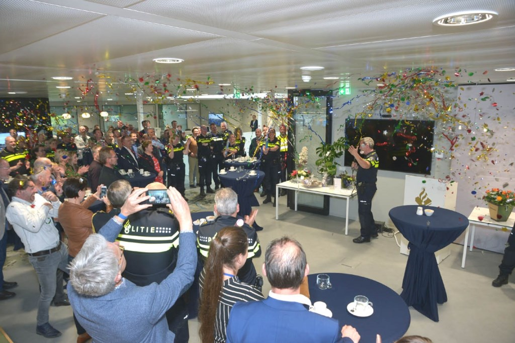 Met een knal werd het politiebureau officieel geopend