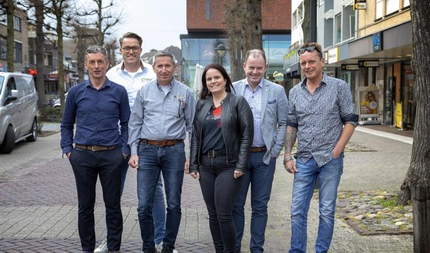 Willy van Erp, Dennis van der Klaauw, Dirk Broekhaus, Daniëlle van der Zee, Fred Mattheijssen en Patrik Puyn. Miriam van Schaijk ontbreekt op deze foto.