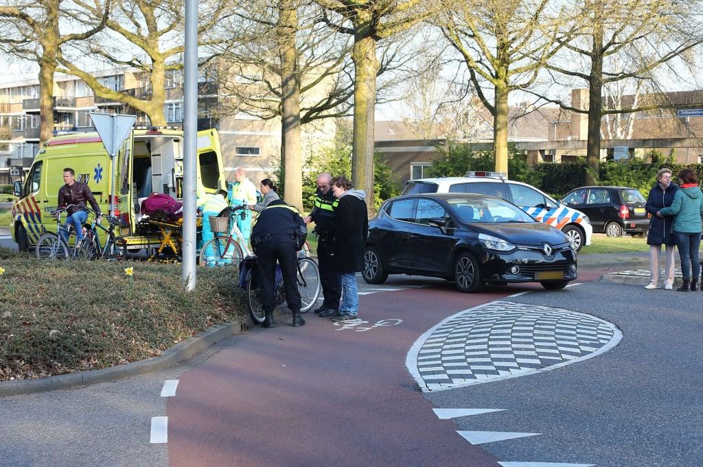 Fietsster gewond bij ongeval op rotonde Vierhoeksingel. (Foto: Charles Mallo / Foto Mallo)