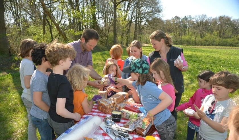De kinderen genoten van een picknick