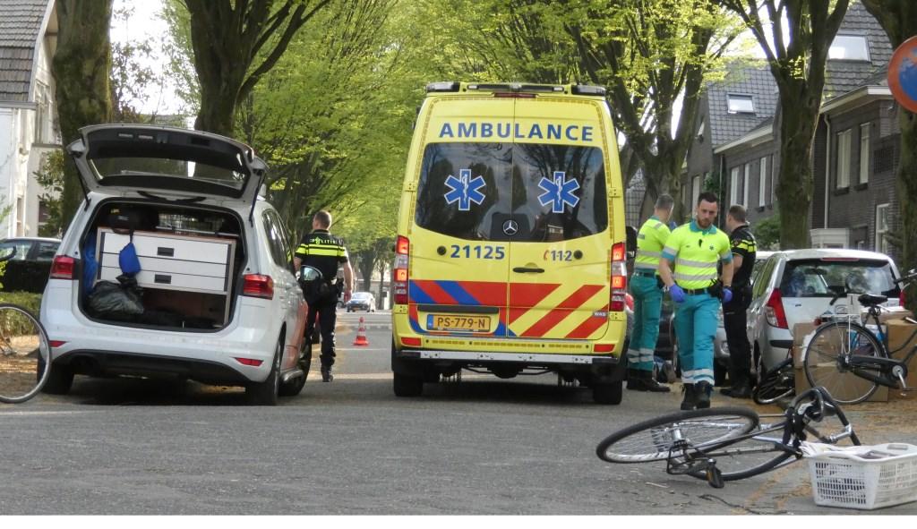 Ongeval op de kruising van de Asterstraat en de Floraliastraat.  (Foto: Thomas)  © Kliknieuws Oss