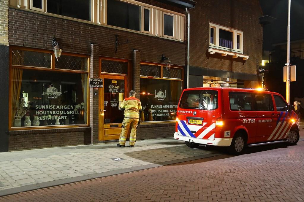 Brandweer en politie opnieuw opgeroepen voor koolmonoxide-melding in pand Kruisstraat. (Foto: Gabor Heeres / Foto Mallo)  © Kliknieuws Oss