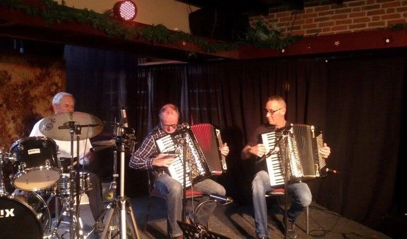 Op het Internationaal Accordeonfestival spelen accordeonisten uit Belgie, Duitsland en Nederland.