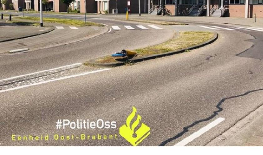Stomdronken bestuursterveroorzaakt ongeval in Ussen. (Foto: Politie Oss Instagram)