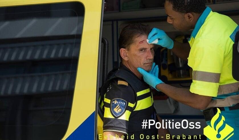 Een agent raakte gewond. (Foto: Facebook politie Oss)