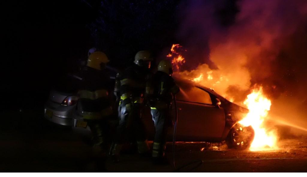 Weer twee autobranden in Oss: nu in Dasseburcht. (Foto: Thomas)  © Kliknieuws Oss