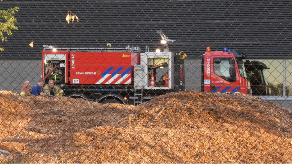De brandweer bij Meubitrend. (Foto: Thomas)  © Kliknieuws Oss
