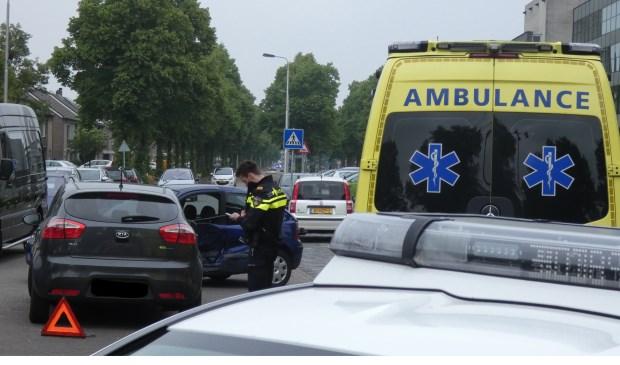 Auto's lopen veel schade op bij ongeval op Schaepmanlaan. (Foto: Thomas)