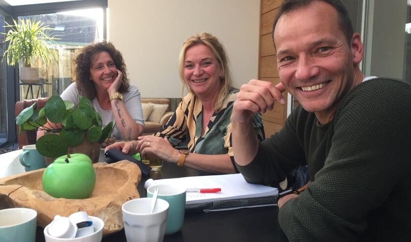 Erica van Wees, Thea Guns en Twan Sigmans organiseren de eerste editie van 'Heel Veghel Zingt Mee'.