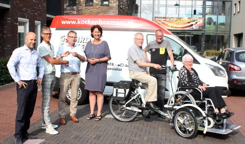 Lionsclub Land van Cuijk en Overmaze heeft een elektrische rolstoelfiets overhandigd aan Pantein.