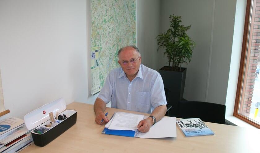 Toon Cornelissen neemt na zestien jaar op donderdag 27 juni afscheid als griffier bij de gemeente Boxmeer.