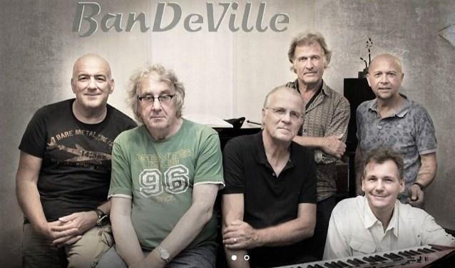 Met Bandeville maakt het publiek een trip naar het hart van Amerika's meest populaire muziek.