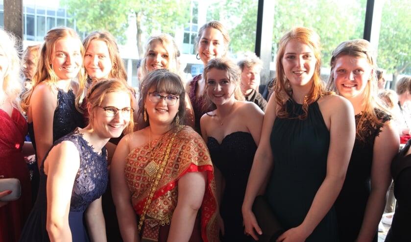 Lachende gezichten bij de galatocht van het Zwijsen College