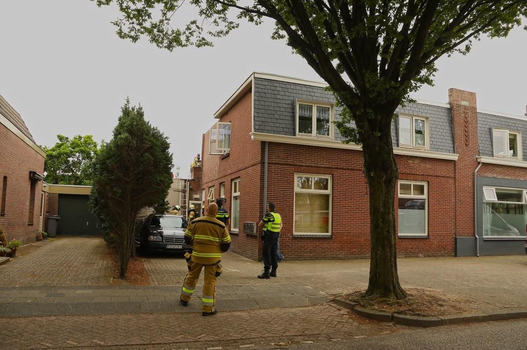 Brand ontstaan bij dakwerkzaamheden in Floraliastraat. (Foto: Gabor Heeres / Foto Mallo)  © 112 Brabantnieuws