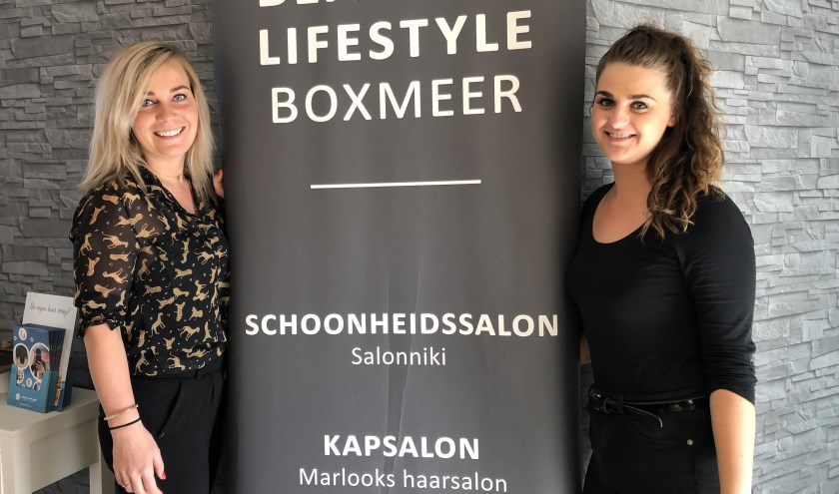 Niki Couwenberg (links) en Marlou Barten werken samen in de salons aan de Sint Anthonisweg 2 in Boxmeer.