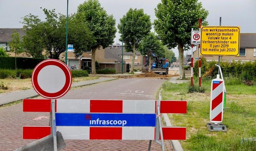 De Valuwsedijk in Cuijk is voorlopig afgesloten voor doorgaand verkeer.