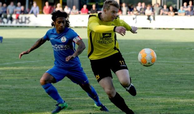Justin Tahapary (L) in duel met Koen Verlinden