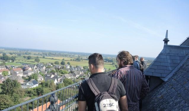 De Sint-Janstoren in Sambeek biedt een weids uitzicht over de omgeving. De 47 meter hoge toren is dit weekend weer te beklimmen.