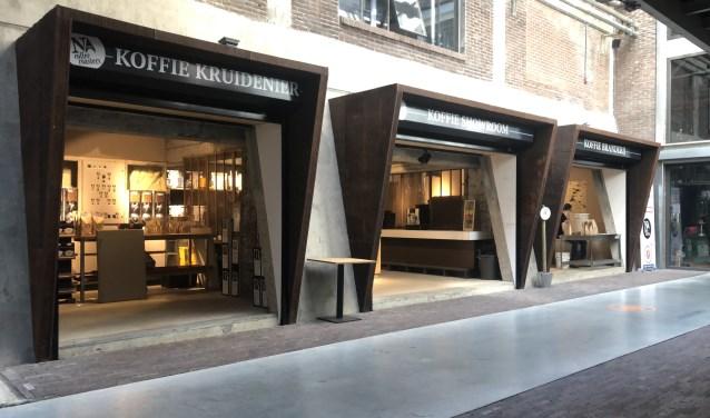 Noord Coffee Roasters krijgt er naast de branderij een koffie showroom en een koffie kruidenier bij.