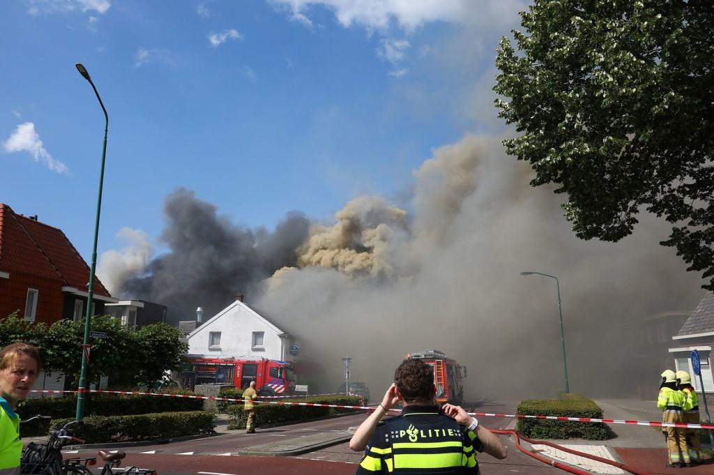 Grote brand in Berghem. (Foto: Charles Mallo / Foto Mallo)  © Kliknieuws Oss