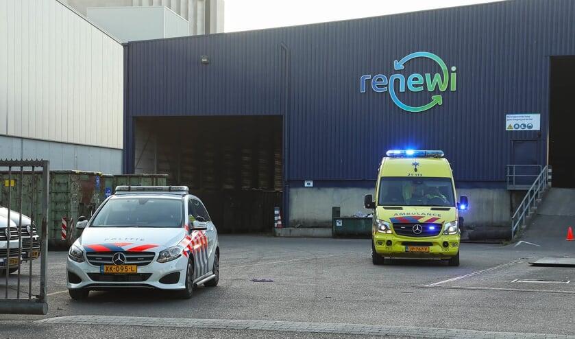 Gewonde bij ongeluk bedrijf aan de Maaskade. (Foto: Gabor Heeres / Foto Mallo)