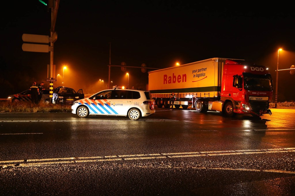Automobilist heeft engeltje op zijn schouder bij ongeval op N329. (Foto: Gabor Heeres / Foto Mallo)  © Kliknieuws Oss