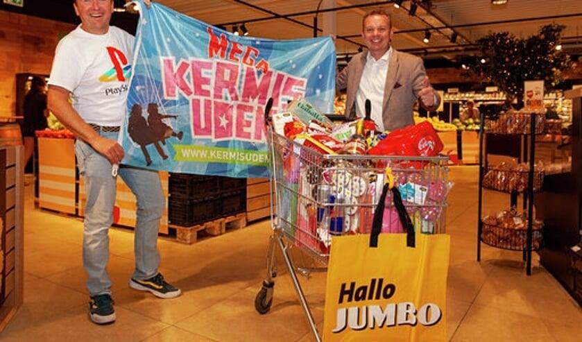 Kermismeester Pascal Donkers met Roland de Laak, eigenaar Jumbo De Laak.