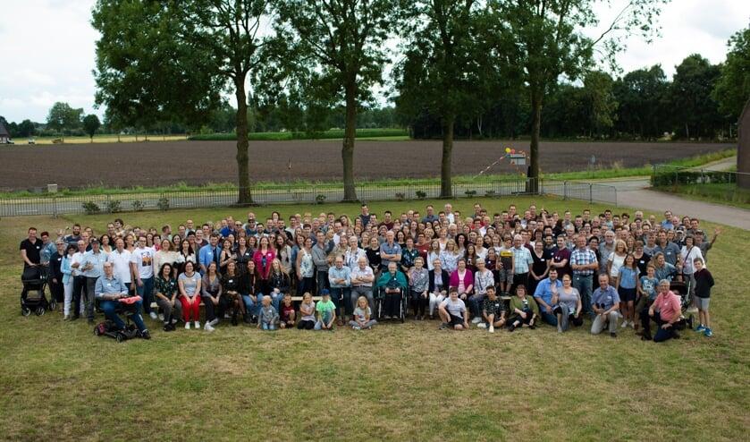 Bijna 250 leden van de familie Peters-Sluis waren in Mill voor een bijzondere familiereünie.