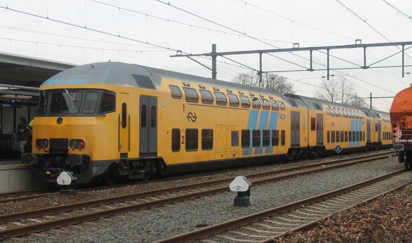 Een trein op het Centraal Station in Oss.