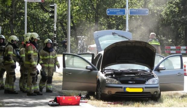 Autobrand op de Ruwaardsingel. (Foto: Thomas)  © Kliknieuws Oss
