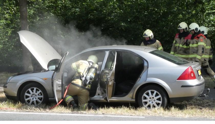 Autobrand op de Ruwaardsingel. (Foto: Thomas)