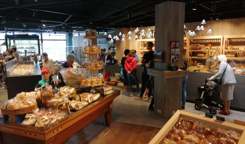De bakkers Lamers in Winkelcentrum De Ruwert.